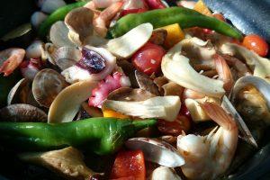 あわび茸と竜王産夏野菜の魚介酒蒸し松の司アクアパッツア