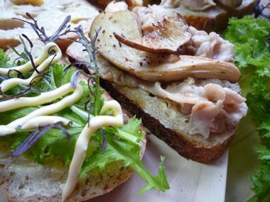 f5de1436 - 石釜パンのあわび茸サンド